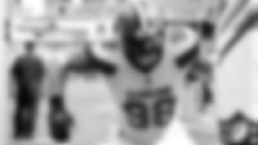 Browns sign restricted free agent DL Jamie Meder