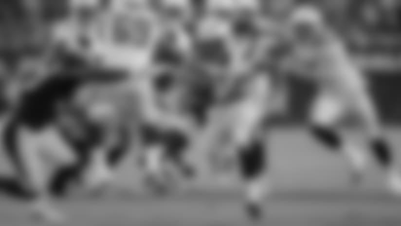 Austin Ekeler Bursts Through Blocks for 20-Yard Gain