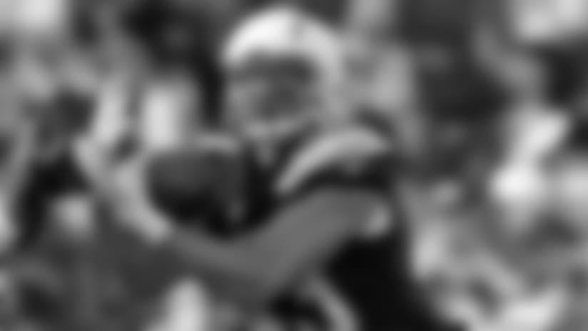 Matt Weiser catches a 21-yard pass from Cardale Jones