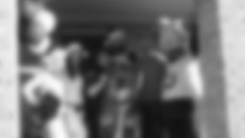 Colts Offensive Lineman Jack Mewhort Surprises Cancer Patient With Super Bowl Tickets