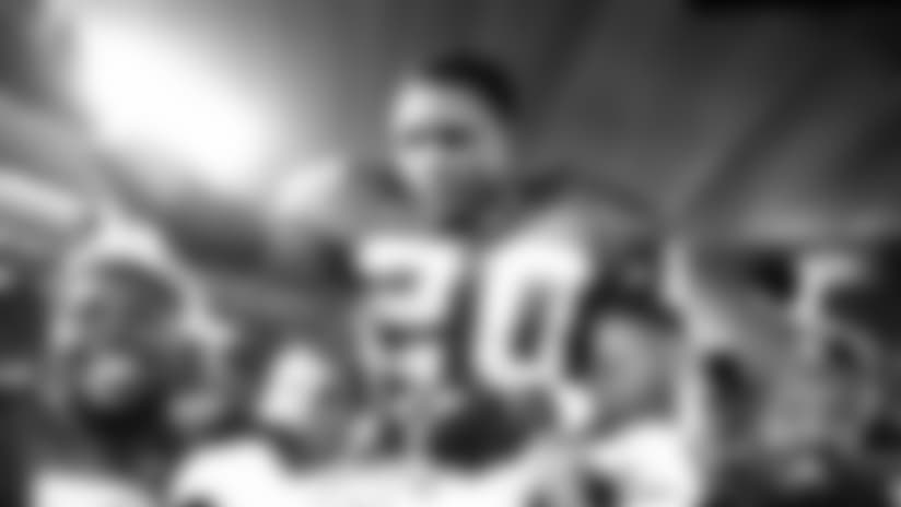View photos of Barry Sanders.