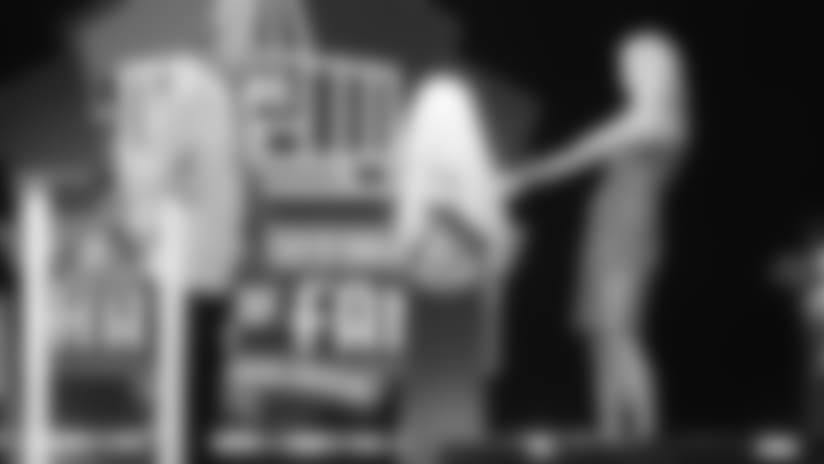 Alicia Kramer presents Jerry Kramer at the 2018 Hall of Fame