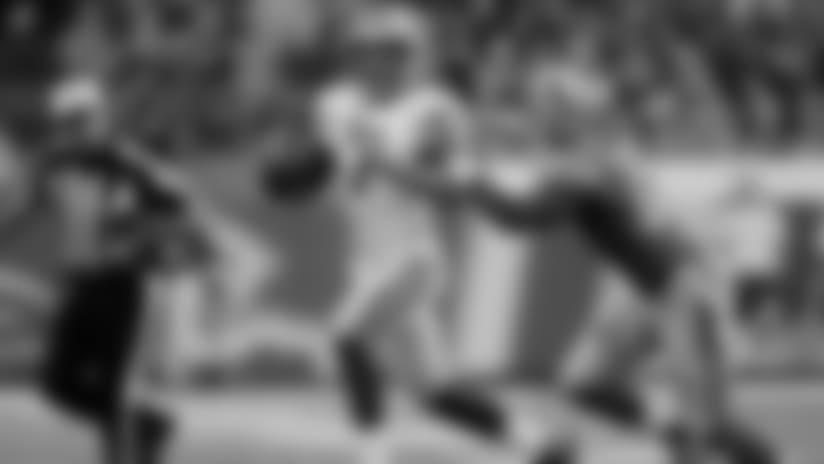 Packers QB Hundley hits WR Davis for 29-yard gain