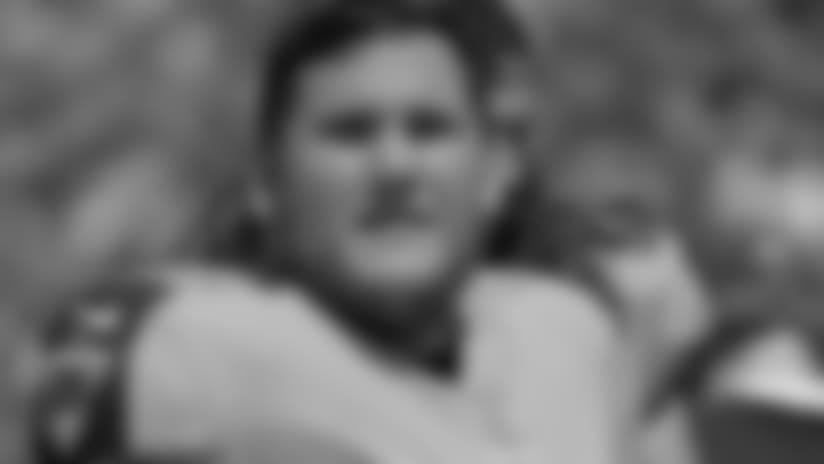 Patriots sign veteran OL Brian Schwenke; release rookie TE Shane Wimann