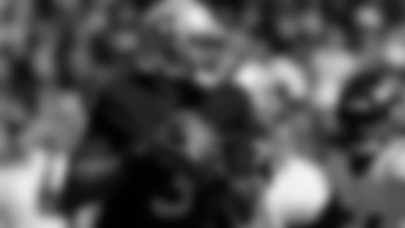 En Corto: Manuel Mantiene a Flote a Raiders en Derrota