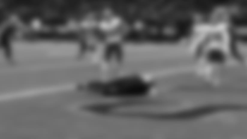 New Orleans Saints quarterback Drew Brees pump fakes, finds tight end Josh Hill for a touchdown
