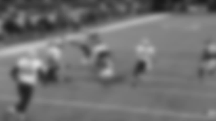 Kamara gashes the Vikings' defense for 23 yards on the screen