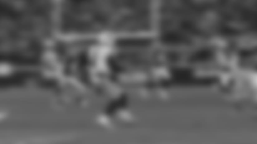 Marcus Mariota Scrambles for 12 Yards