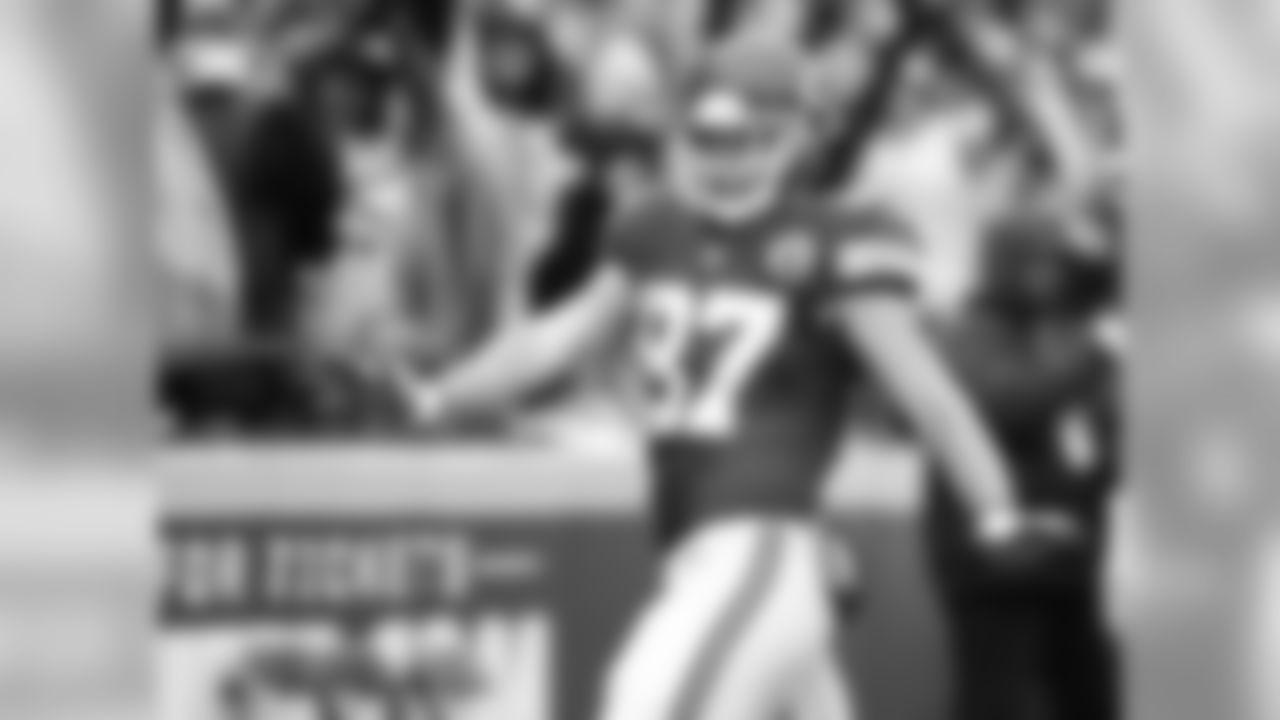 Kansas City Chiefs tight end Travis Kelce (87) hits the Qwon after scoring a touchdown
