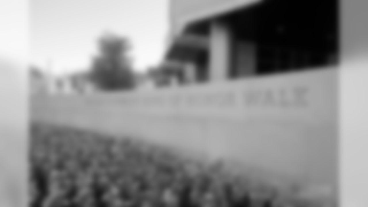 20170821_dal_ringofhonorwalk_unveiling03.jpg