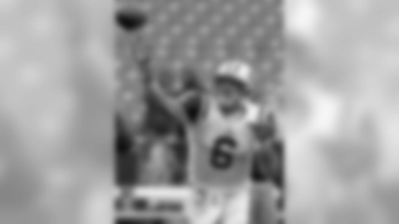 2010 Week 4 Jets at Bills Game PhotosJets
