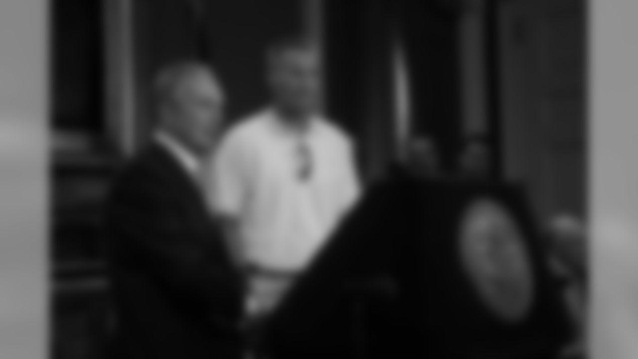 08 Brett Favre welcomed at City Hall