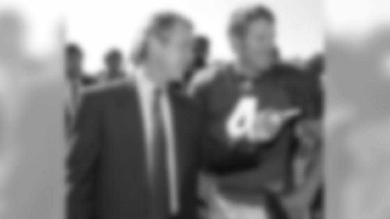 George W. Bush & QB Brett Favre (2000)