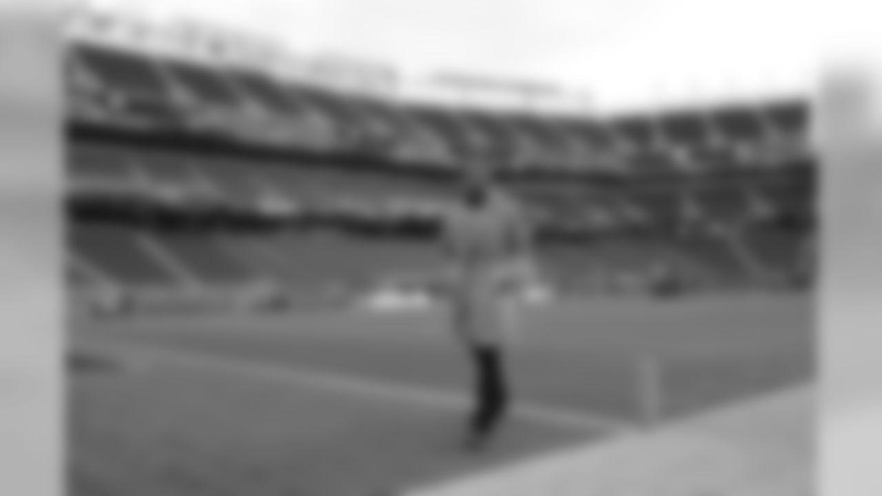 New England Patriots quarterback Tom Brady walks on the field before an NFL football game against the San Francisco 49ers in Santa Clara, Calif., Sunday, Nov. 20, 2016. (AP Photo/Marcio Jose Sanchez)