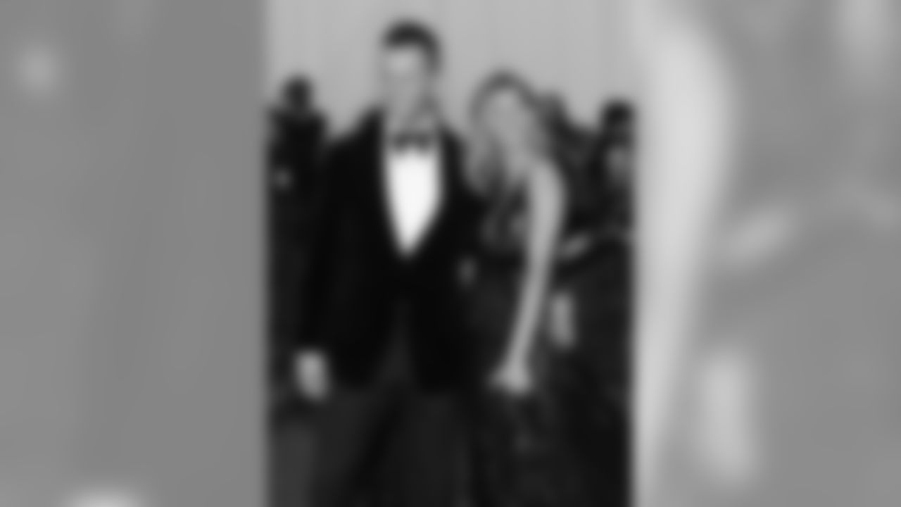 """Tom Brady and Gisele Bundchen attend The Metropolitan Museum of Art's Costume Institute benefit gala celebrating """"Charles James: Beyond Fashion"""" on Monday, May 5, 2014, in New York. (Photo by Evan Agostini/Invision/AP)"""