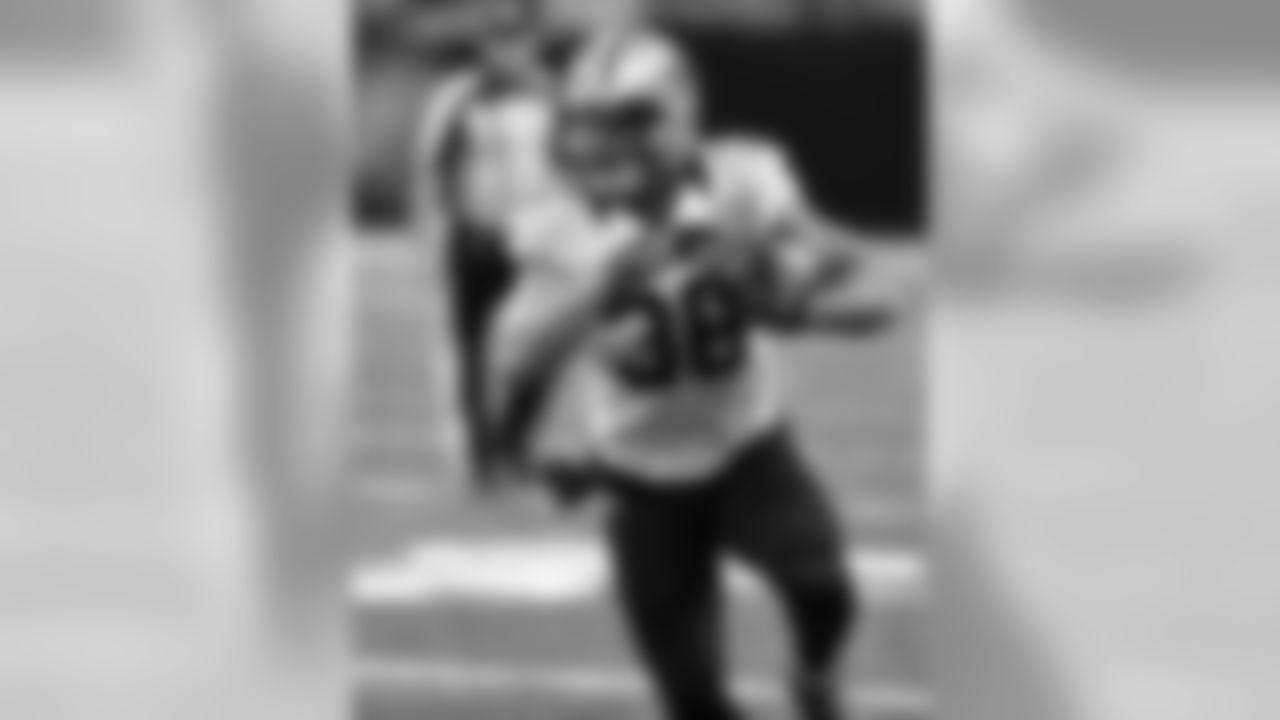 As a junior at California, Lasco ran for 1115 yards and 12 TDs and caught 33 passes for 356 yards and 2 TDs.