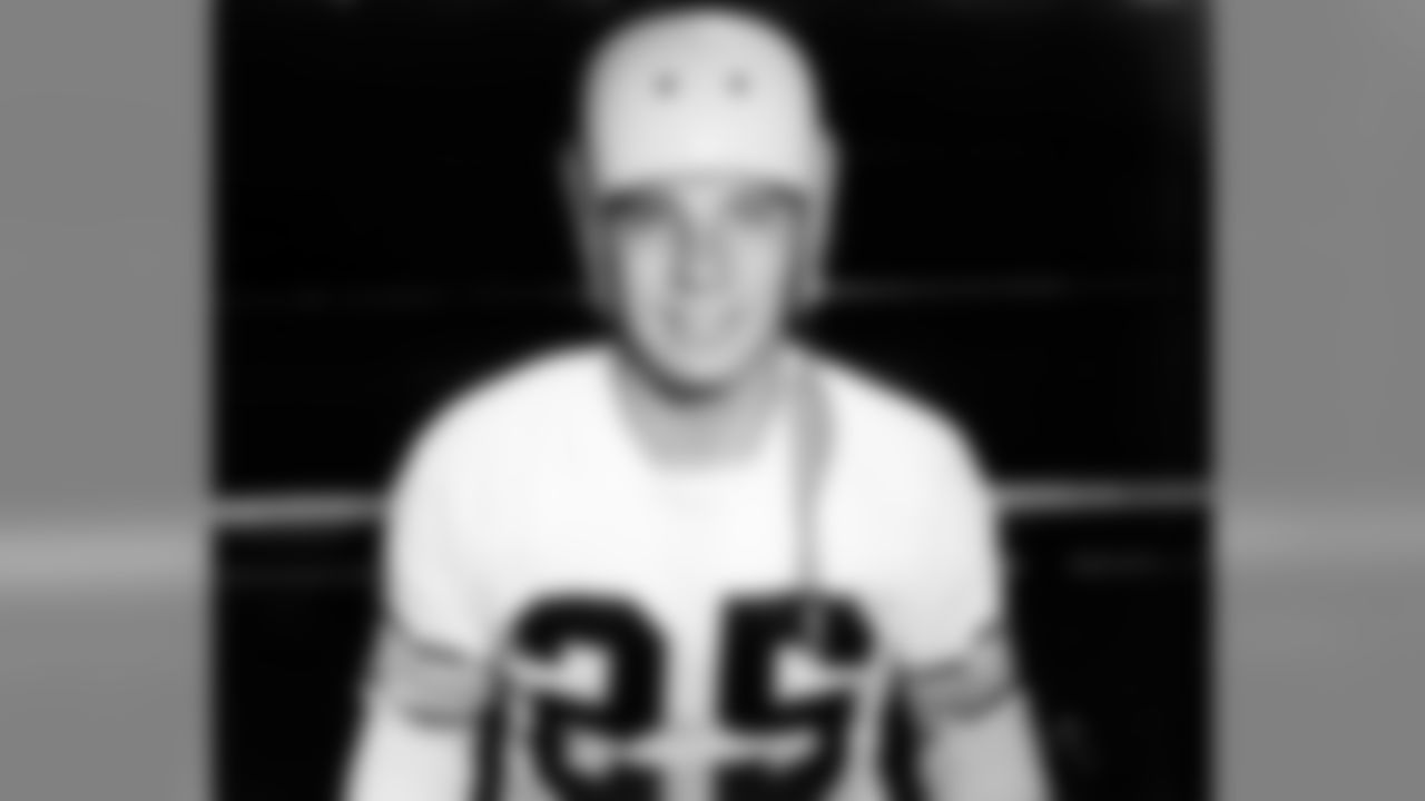 1951 Ray Mathews: In the 1952-53 seasons, Mathews rushed for 575 yards, caught passes for 889, returned punts and kickoffs for 525 and 694, respectively. He also scored 11 touchdowns. Mathews was one of the teams offensive stars throughout the 1950s, and in the franchises first-ever win over the Cleveland Browns, in 1954 by 55-27, Mathews scored four touchdowns.