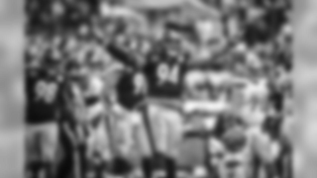 Alualu 05 SACK CELEBRATION vs Browns 12312017