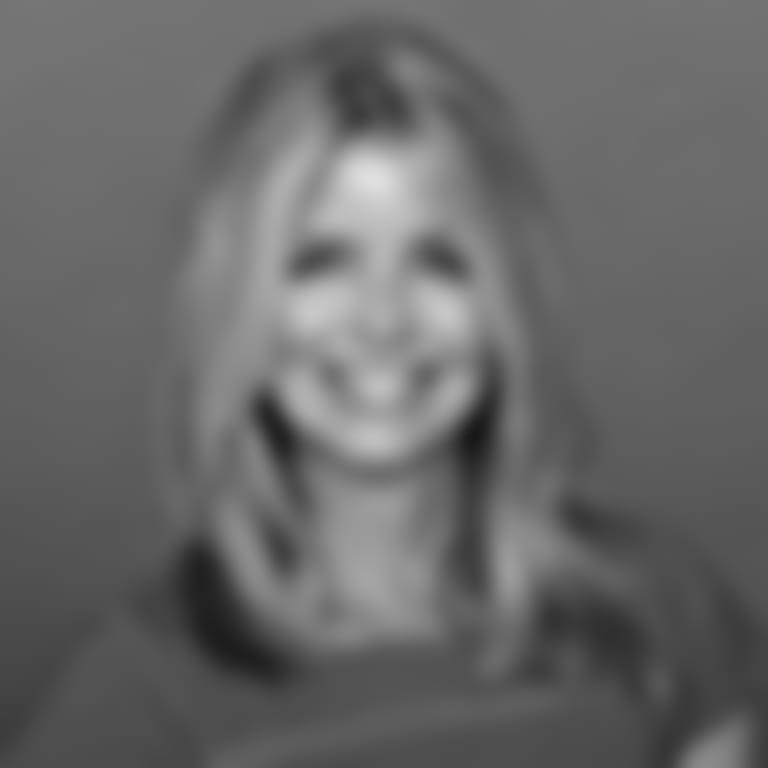 Headshot picture of Lynne McCracken