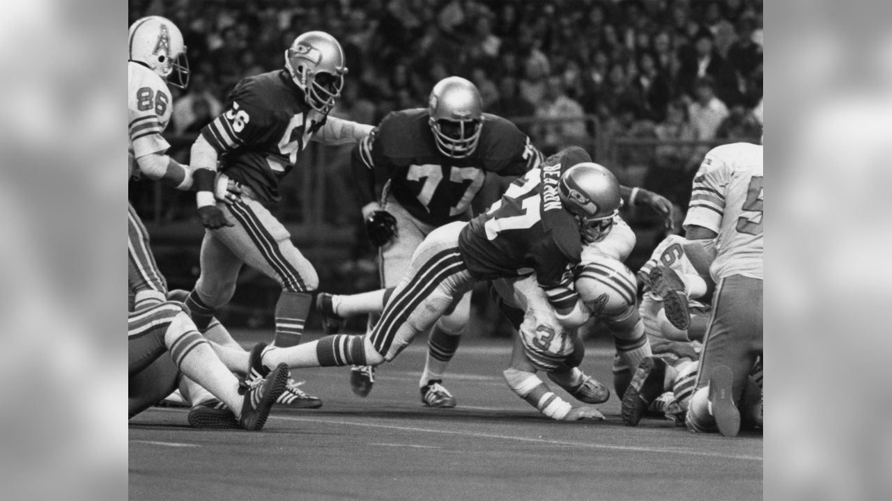 Seattle Seahawks safety Autry Beamon (27) tackles Houston Oilers running back Mike Voight (31) during an NFL game in Seattle, Wash., Nov. 20, 1977. The  Oilers defeated the Seahawks 22-10.  (AP Photo/NFL Photos)