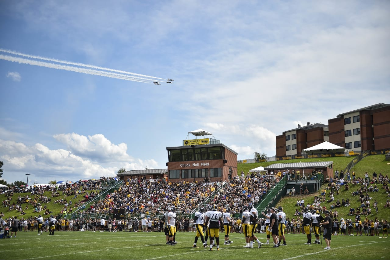 Pittsburgh Steelers players practice at Saint Vincent College during the 2018 Steelers training camp.