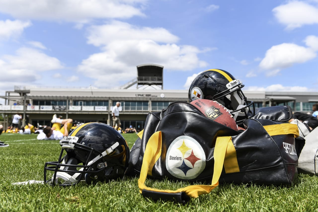Steelers players practice at the UPMC Rooney Sports Complex during the 2018 minicamp.