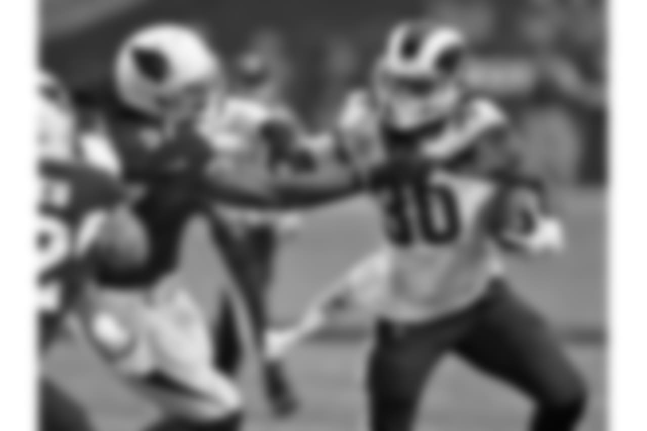 LB Josh Bynes tackles Rams RB Todd Gurley
