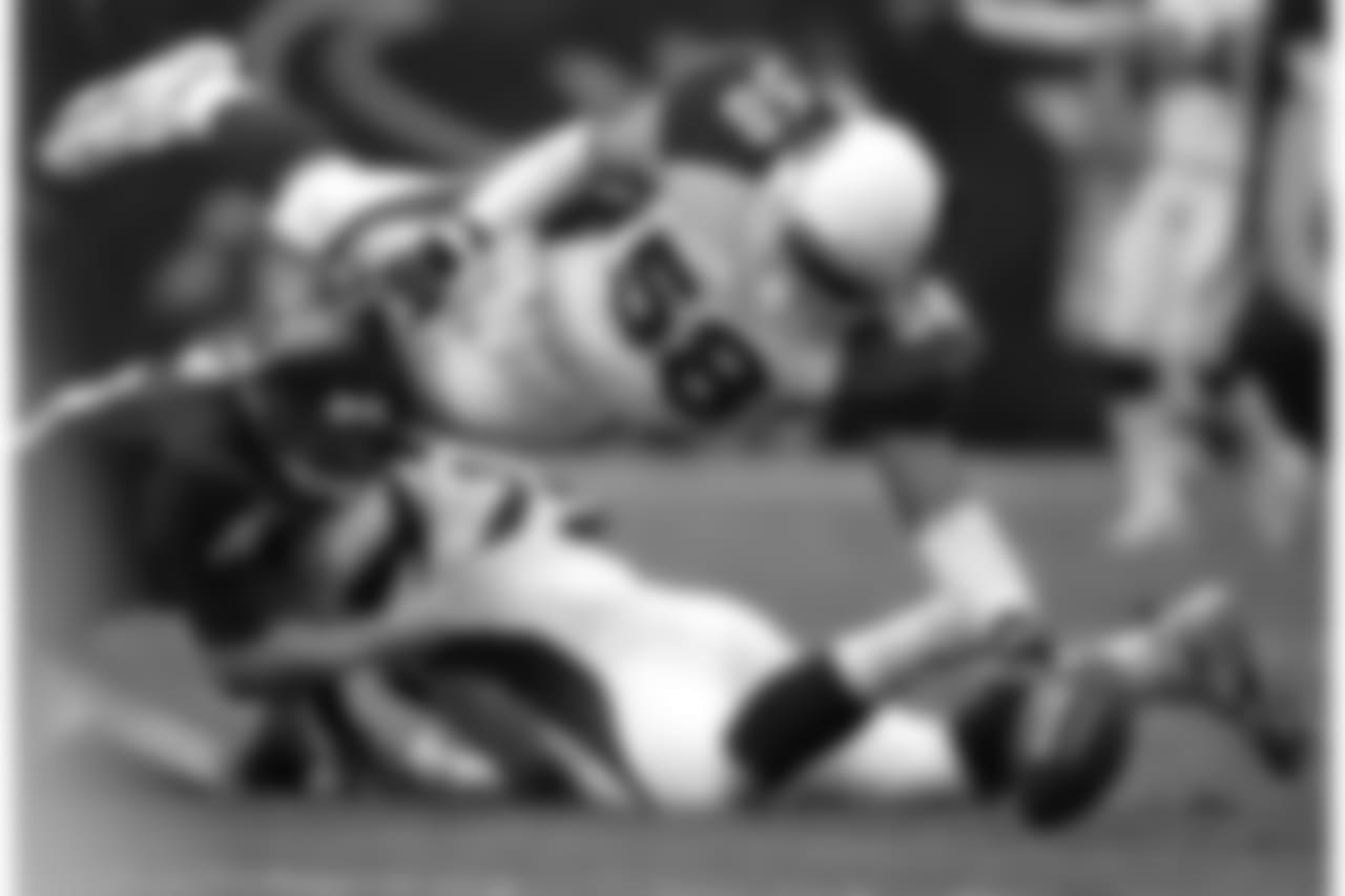 2005: LB Karlos Dansby dives on a fumble