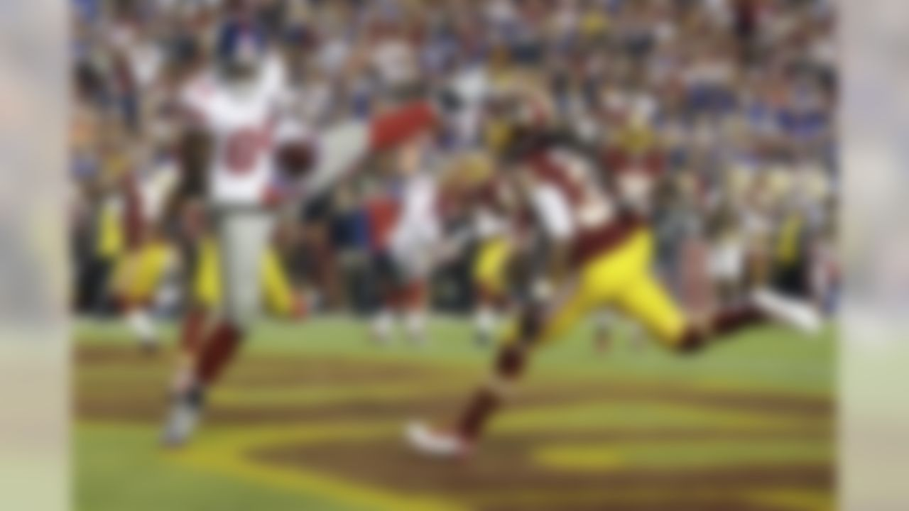 New York Giants tight end Larry Donnell (84) pulls in his second touchdown against the Washington Redskins. (AP Photo/Patrick Semansky)