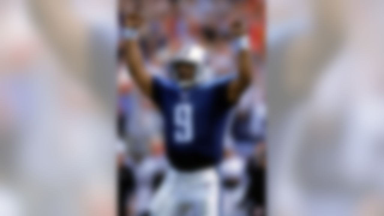 12 Nov 2000: Steve McNair #9 of the Tennessee Titans celebrates during the game against the Baltimore Ravens at the Adelphia Colisuem in Nashville, Tennessee. The Ravens defeated the Titans 24-23. (Photo by Scott Halleran /Allsport)