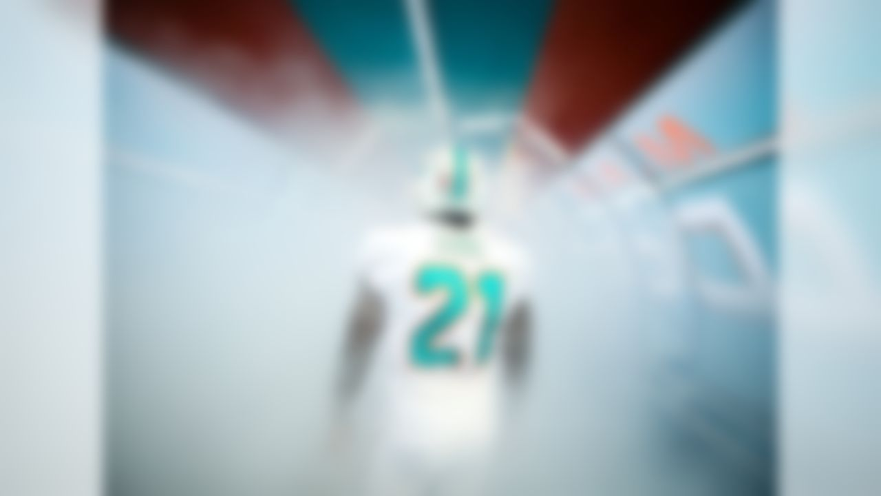 Miami Dolphins running back Frank Gore (21) prepares to run on to the field during a NFL football game against the Chicago Bears on Sunday, Oct. 14, 2018, in Miami Gardens, Fla.