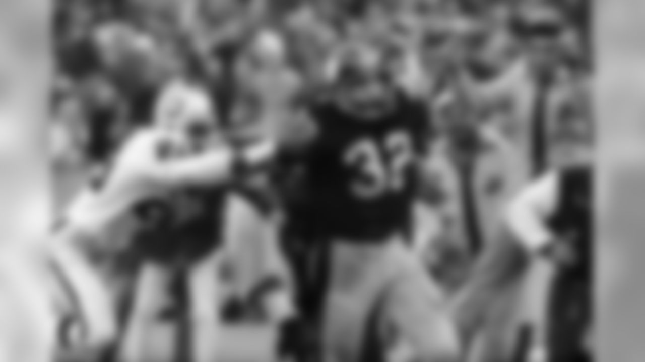 """Franco Harris (32) of the Pittsburgh Steelers eludes tackle by Jimmy Warren of the Oakland Raiders on a 42-yard run to score the winning touchdown in the American Conference playoff game in Pittsburgh, Sunday, Dec. 23, 1972.  Harris' """"Immaculate Reception"""" came when a desperation pass to a teammate bounced off a Raiders defender.  The touchdown gave Pittsburgh a 13-7 lead with five second left in the game.  (AP Photo/Harry Cabluck)"""