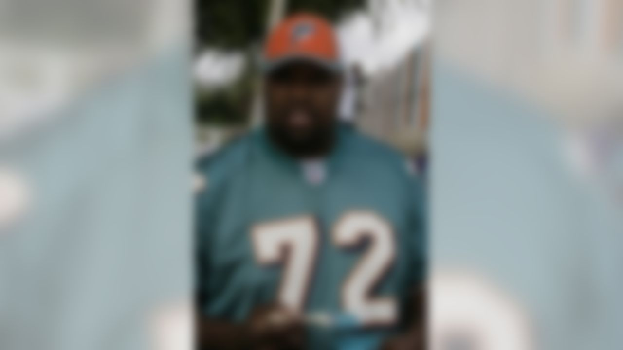 The Home Depot NFL Neighborhood MVP Build with Miami Dolphins Offensive Tackle Vernon Carey. (Photo by Andrew Coppley, CIA Stock Photography, Inc.)