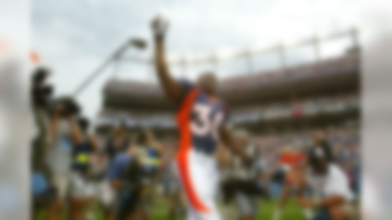 Denver Broncos running back Terrell Davis waves to the fans as he is introduced prior to the start of Monday night's NFL exhibition game between the San Francisco 49ers and the Denver Broncos in Denver on Monday, Aug. 19, 2002.  (AP Photo/Jack Dempsey)