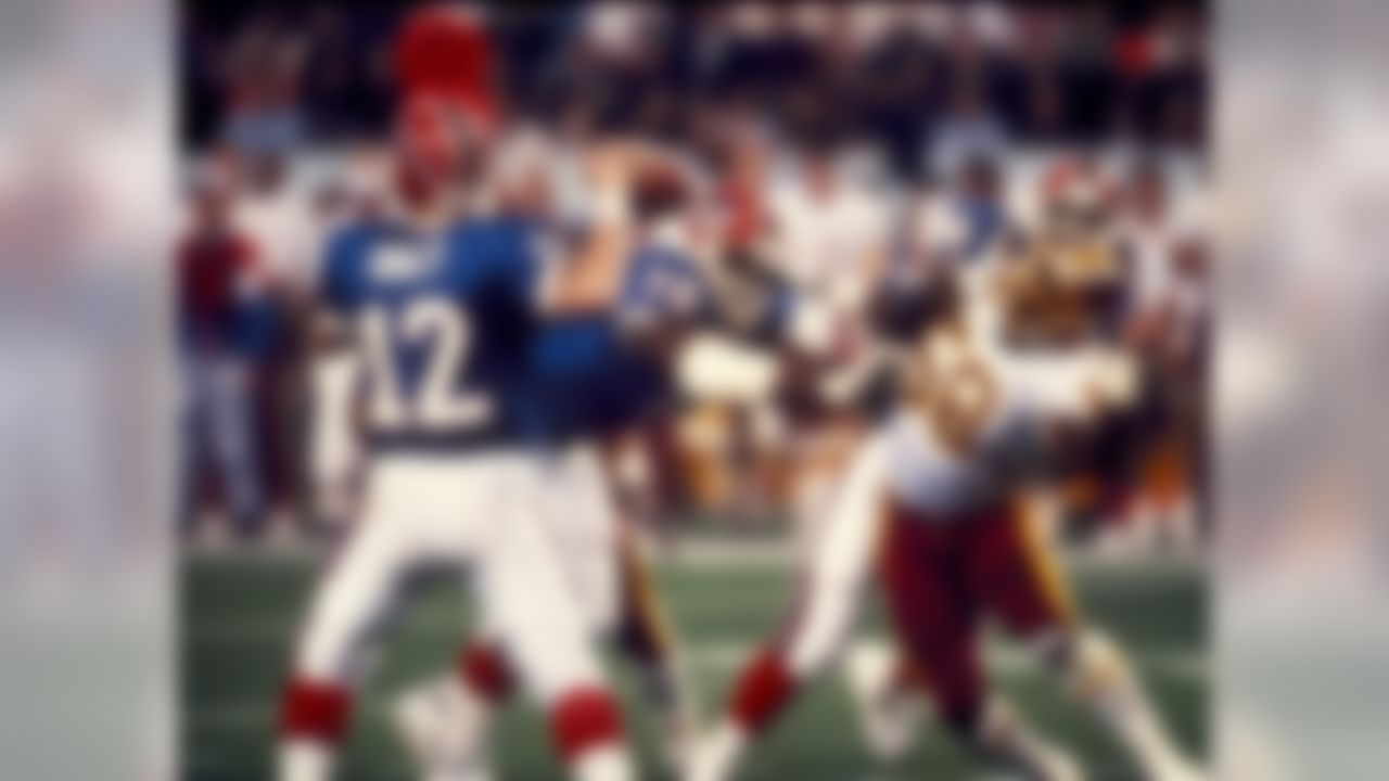 Bills' QB 12 Jim Kelly attempt to pass as Redskins' 58 Wilber Marshall struggles to break it up in gam  wheres Washington went on to a 37-24 victory over the Buffalo Bills in the Super Bowl XXVI game at the Hubert H. Humphrey Metrodome in Minneapolis, Minnesota on January 26, 1992. (National Football League)