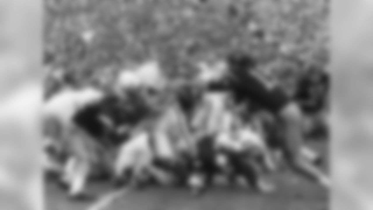 The result: USC beats Wisconsin, 42-37, for the 1962 national title The skinny: We need to mention the 1963 Rose Bowl here, even though it technically wasn't a title game. That's because back then the final polls came out before the bowls. There was a poll after the bowls in 1965, then not regularly until the 1968 season, when a post-bowls poll became annual. The 1963 Rose Bowl featured No. 1 USC vs. No. 2 Wisconsin, and it was the first 1-2 meeting in a bowl game in history. USC led, 42-14, early in the fourth quarter before Badgers QB Ron VanderKelen caught fire and led a furious rally that fell just short, with the Trojans prevailing, 42-37.