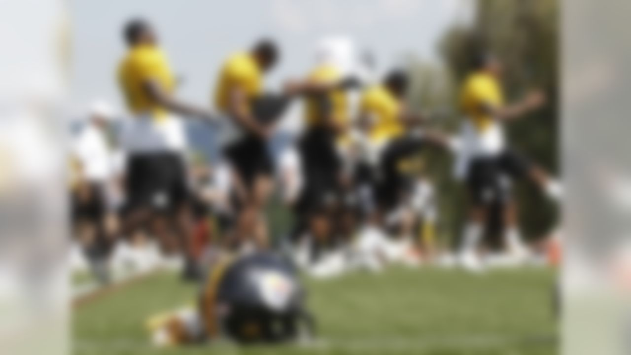 The Pittsburgh Steelers warm up before practice at NFL football training camp in Latrobe, Pa., Sunday, July 29, 2012 . (AP Photo/Keith Srakocic)