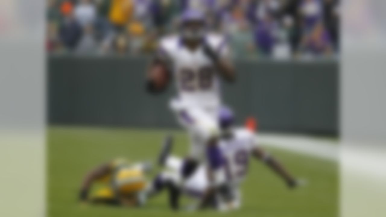 Minnesota Vikings running back Adrian Peterson rushes against the Green Bay Packers during an NFL football game Sunday, Dec. 2, 2012, in Green Bay, Wis. (AP Photo/Matt Ludtke)