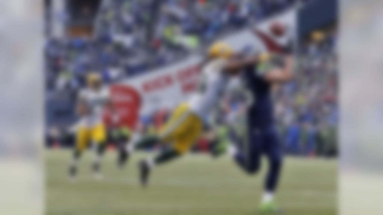 Jermaine Kearse's 35-yard touchdown catch in overtime pushed the Seahawks past the Packers and into Super Bowl XLIX. The Seahawks rallied from a 16-0 deficit in the first half to earn a second consecutive NFC crown. With this win, the Seahawks became the first defending champion to make the Super Bowl in 10 years.
