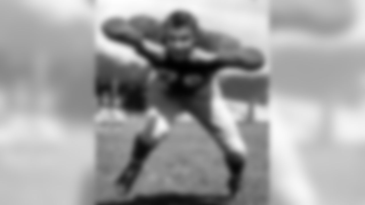 in this 1954 photo, Detroit Lions' Lou Creekmur poses for a photo. Hall of Fame offensive lineman Creekmur, who starred on the Lions' three NFL championship teams of the 1950s, died Sunday, July 5, 2009. He was 82. The Lions said Creekmur, in failing health in recent years, died at University Hospital in Tamarac, Fla. (Associated Press)