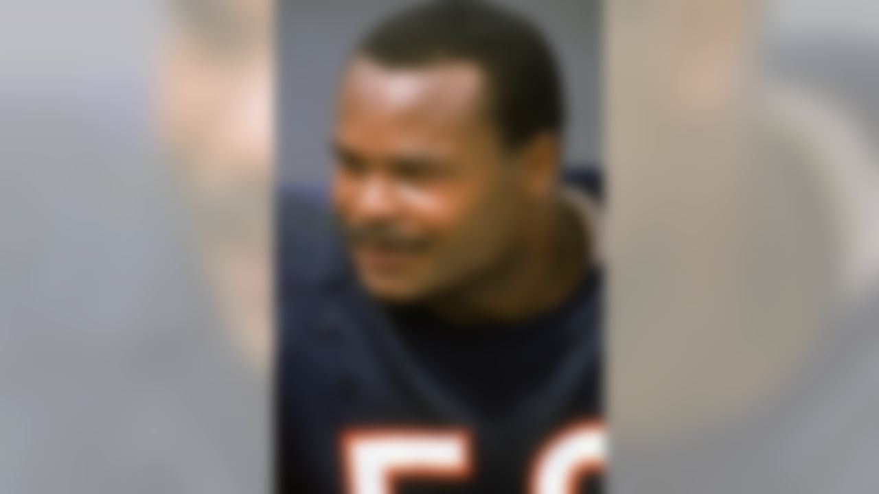 CHICAGO - SEPTEMBER 18:  Linebacker Mike Singletary #50 of the Chicago Bears looks on during a game against the Minnesota Vikings at Soldier Field Stadium on September 18, 1988 in Chicago, Illinois.  The Vikings won 31-7.  (Photo by Jonathan Daniel/Getty Images)