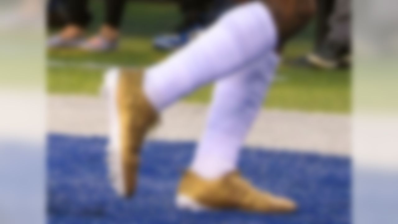 New York Giants wide receiver Odell Beckham warms up in fancy cleats before an NFL football game against the Detroit Lions Monday, Sept. 18, 2017, in East Rutherford, N.J. (Kirby Lee/NFL)