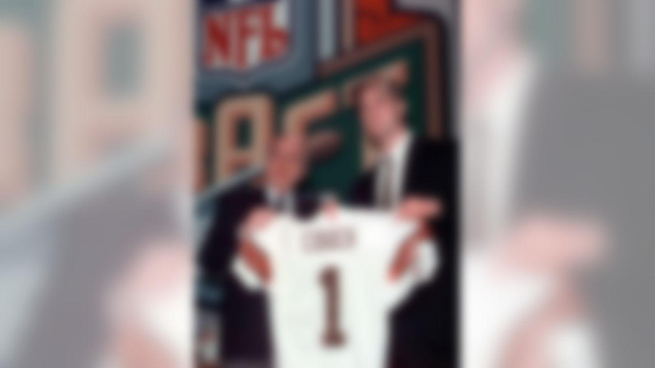 Former Kentucky quarterback Tim Couch, right, poses with Cleveland Browns owner Al Lerner after the Browns made him the number one pick overall in the NFL Draft in New York Saturday, April 17, 1999. (AP Photo/Mark Lennihan)