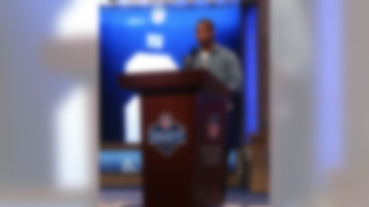 Victor Cruz announces Ultimate fan Eric Mabee as the 63rd overall pick by the New York Giants. (Ben Liebenberg/NFL)