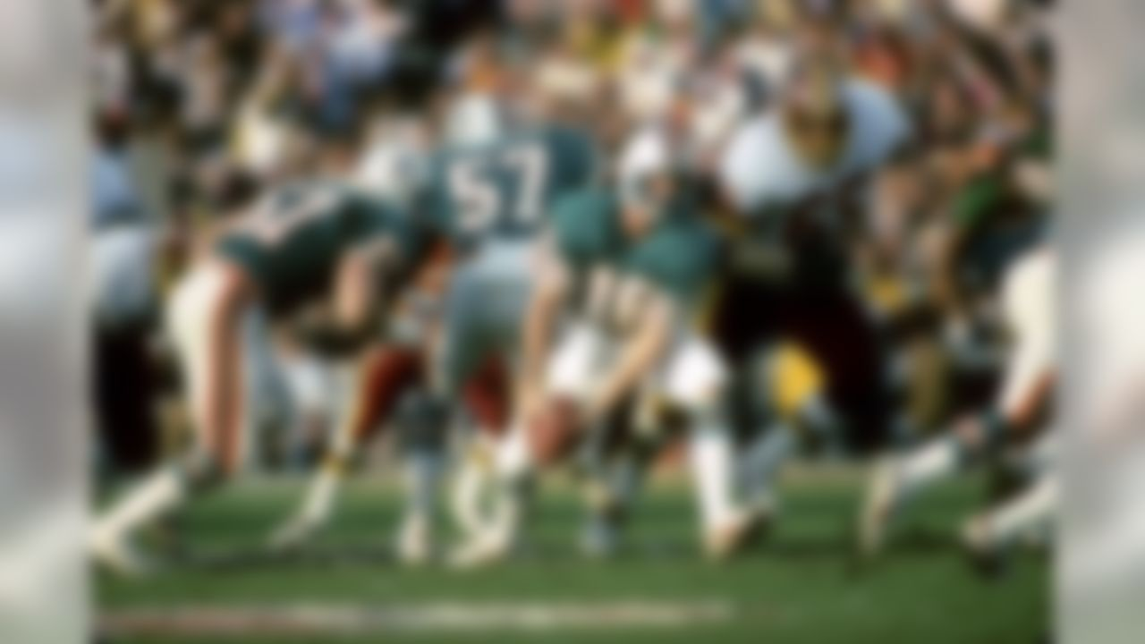 Miami Dolphins quarterback David Woodley  prepares to pitch the football back to a running back during the Super Bowl XVII on January 30, 1983 at the Rose Bowl in Pasadena, CA. (AP Photo/Al Messerschmidt)