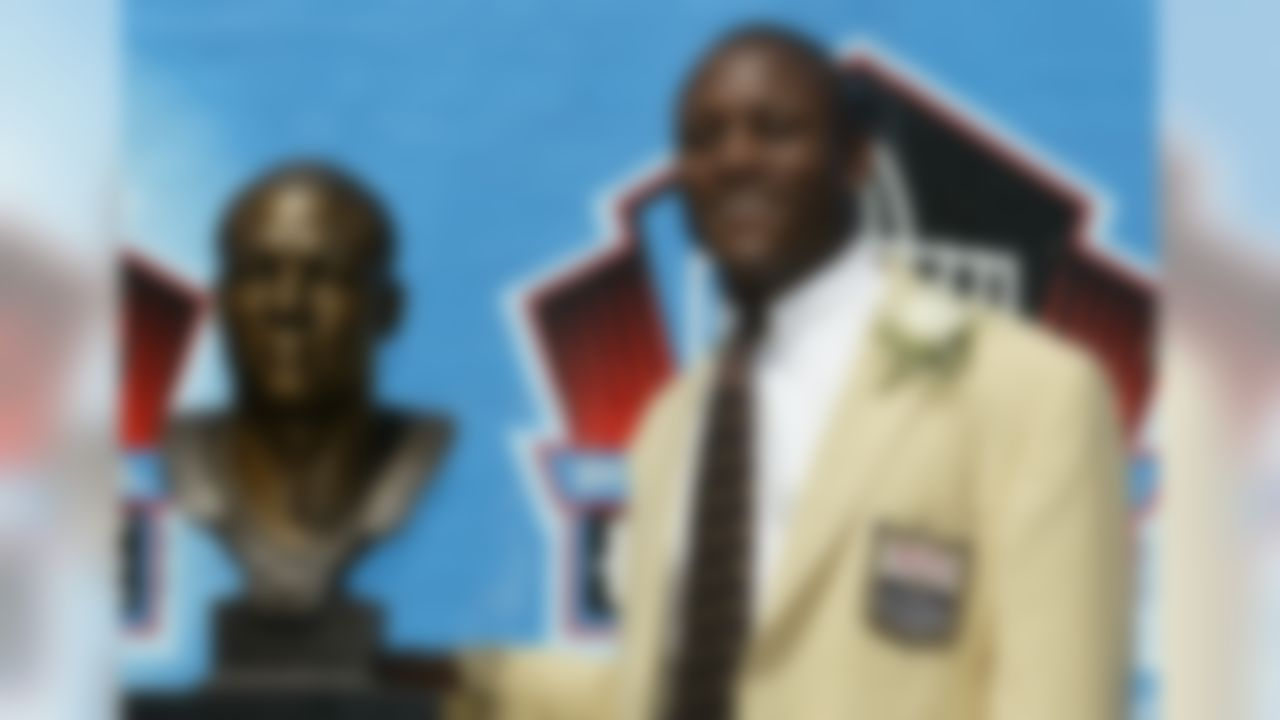 Barry Sanders poses with his bust after his induction into the Pro Football Hall of Fame, Sunday, Aug. 8, 2004, in Canton, Ohio.   (AP Photo/Ron Schwane)