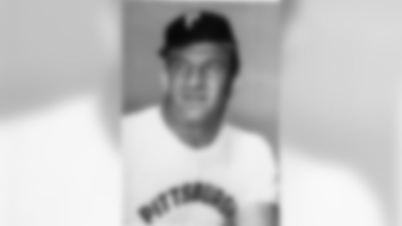 Ernie Stautner, Player-Coach, Pittsburg Steelers is shown in this 1963 photo. (Associated Press)