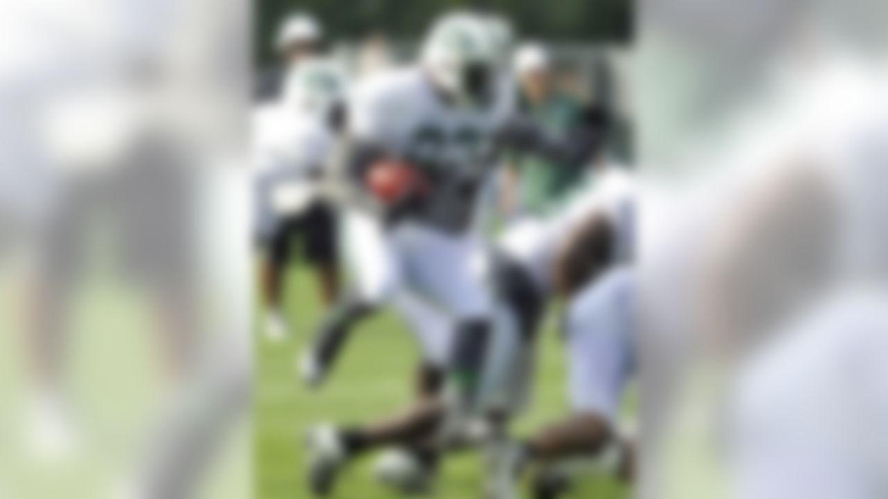 New York Jets running back Shonn Greene runs with the ball at NFL football training camp on Sunday, July 29, 2012, in Cortland, N.Y. (AP Photo/Bill Kostroun)