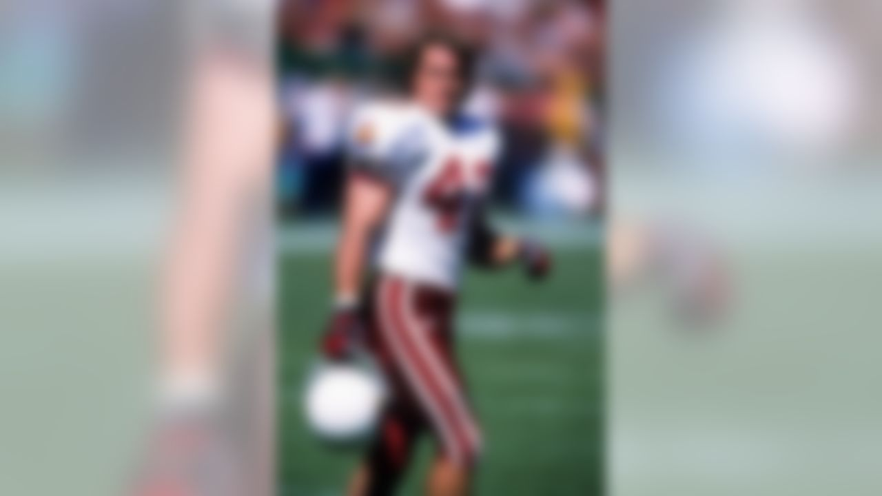 Arizona Cardinals defensive back Pat Tillman (40) rests during an NFL game against the San Francisco 49ers on Sunday, Oct. 1, 2000, in San Francisco. The 49ers won the game, 27-20. (AP Photo/Greg Trott)