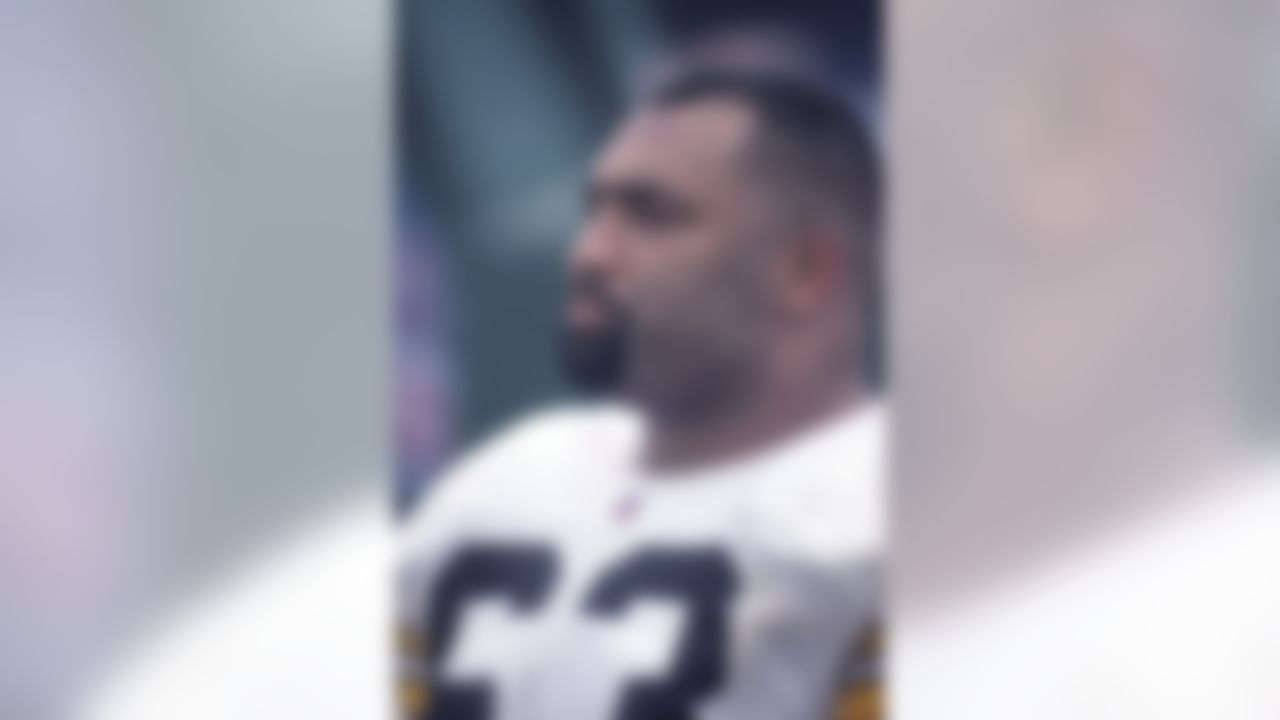 Pittsburgh Steelers center Dermontti Dawson looks up from the sideline during an AFC Divisional Playoff game against the New England Patriots on Jan. 5, 1997 in Foxboro, Mass. The Patriots won, 28-3. (AP Photo/Paul Jasienski)